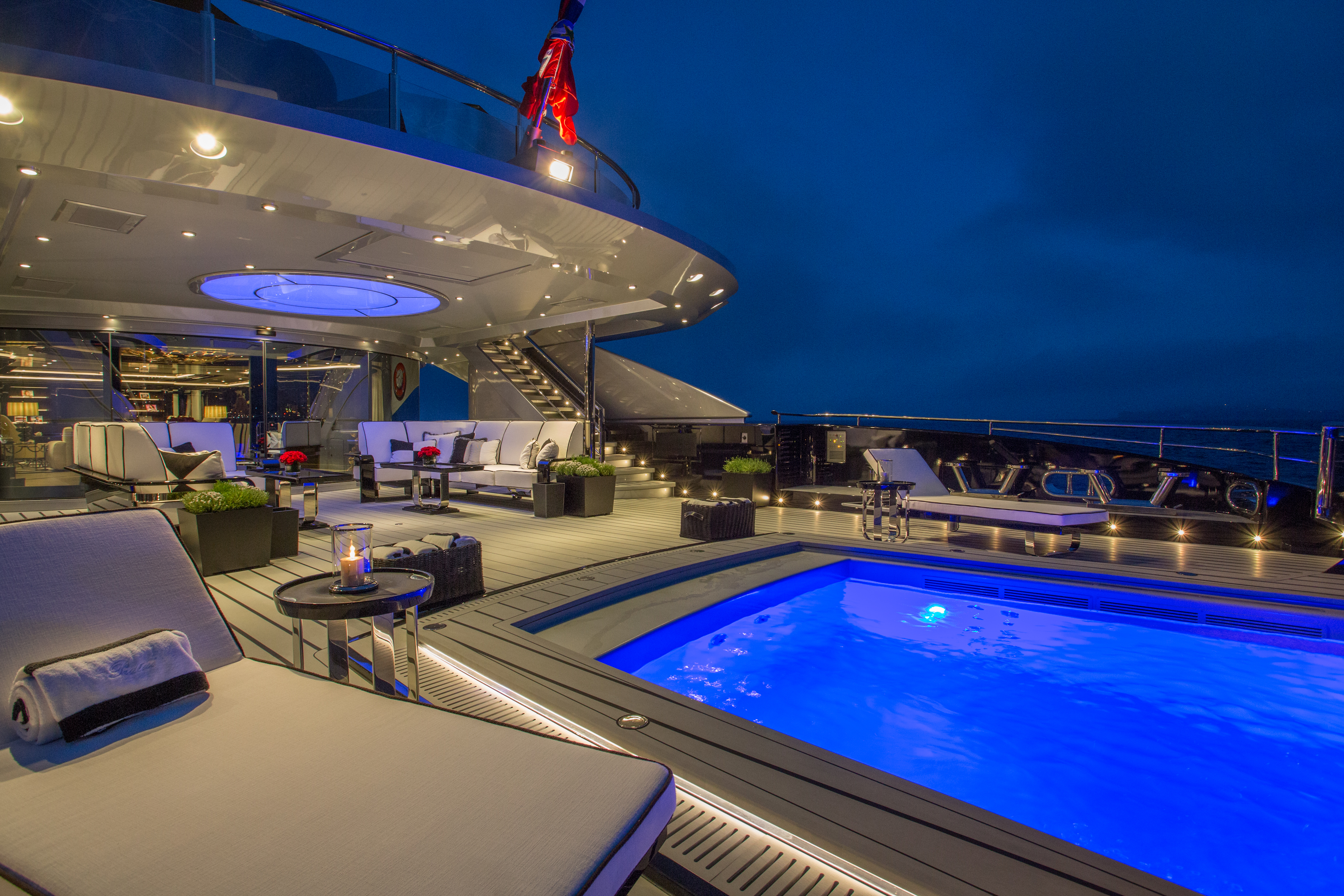 Okto Aft deck and pool Lux_ Afrique